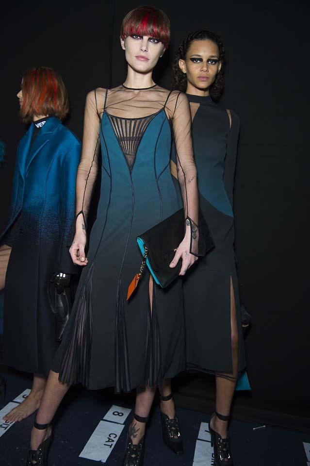 versace-fw17-rtw-fall-winter-2017-backstage-beauty-makeup-looks (21)-sheer-dress
