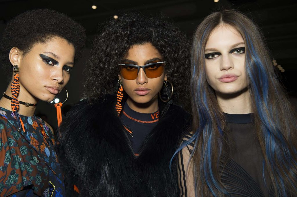 versace-fw17-rtw-fall-winter-2017-backstage-beauty-makeup-looks (5)-blue-streaks