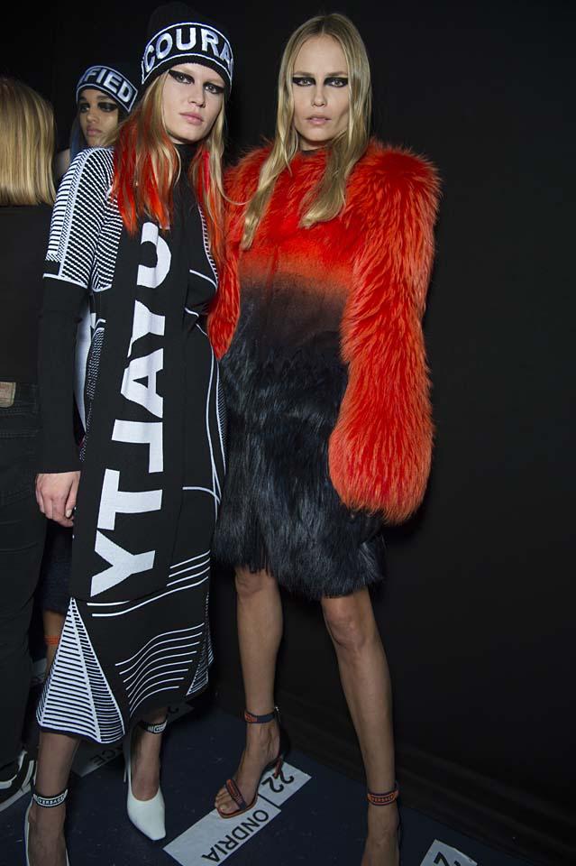 versace-fw17-rtw-fall-winter-2017-backstage-beauty-makeup-looks (54)
