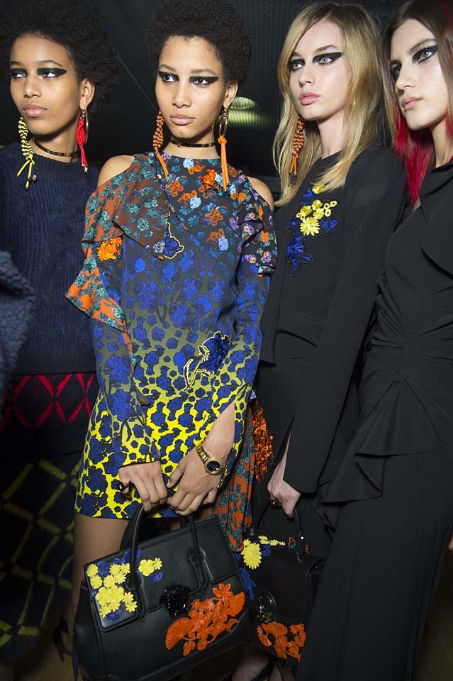 versace-fw17-rtw-fall-winter-2017-backstage-beauty-makeup-looks (69)
