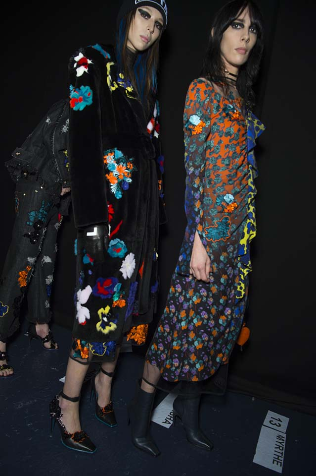 versace-fw17-rtw-fall-winter-2017-backstage-beauty-makeup-looks (73)