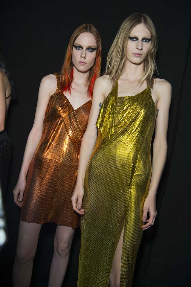 versace-fw17-rtw-fall-winter-2017-backstage-beauty-makeup-looks (83)