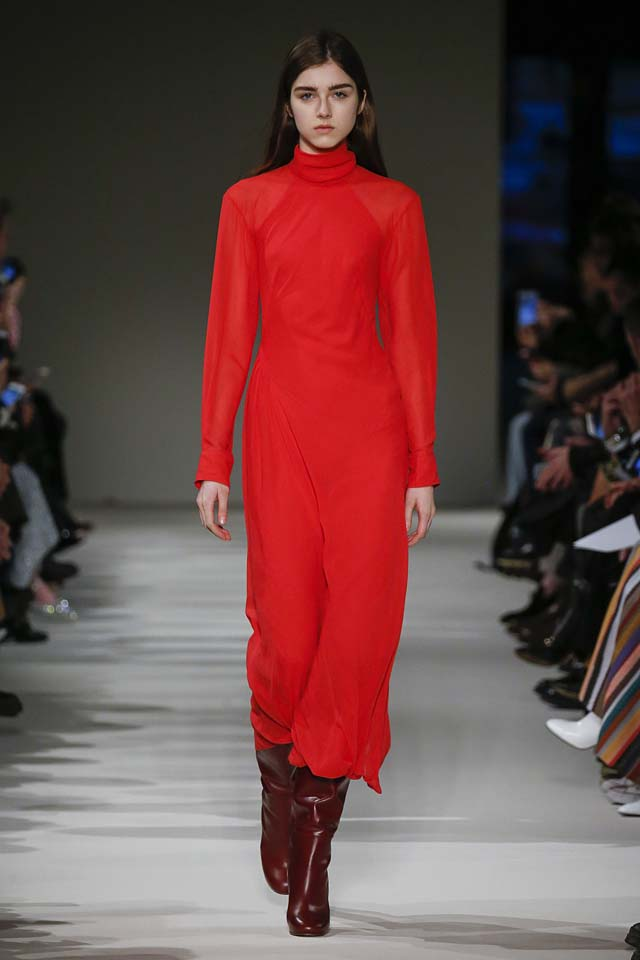 victoria-beckham-fw17-rtw-fall-winter-2017-18-collection (10)-red-dress-turtleneck