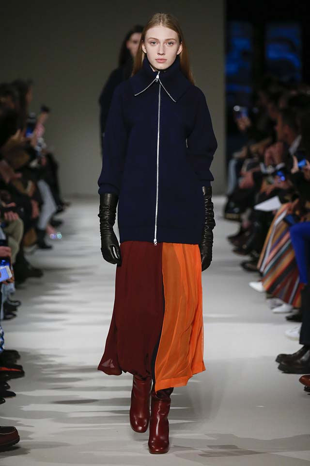 victoria-beckham-fw17-rtw-fall-winter-2017-18-collection (11)-blue-sweater