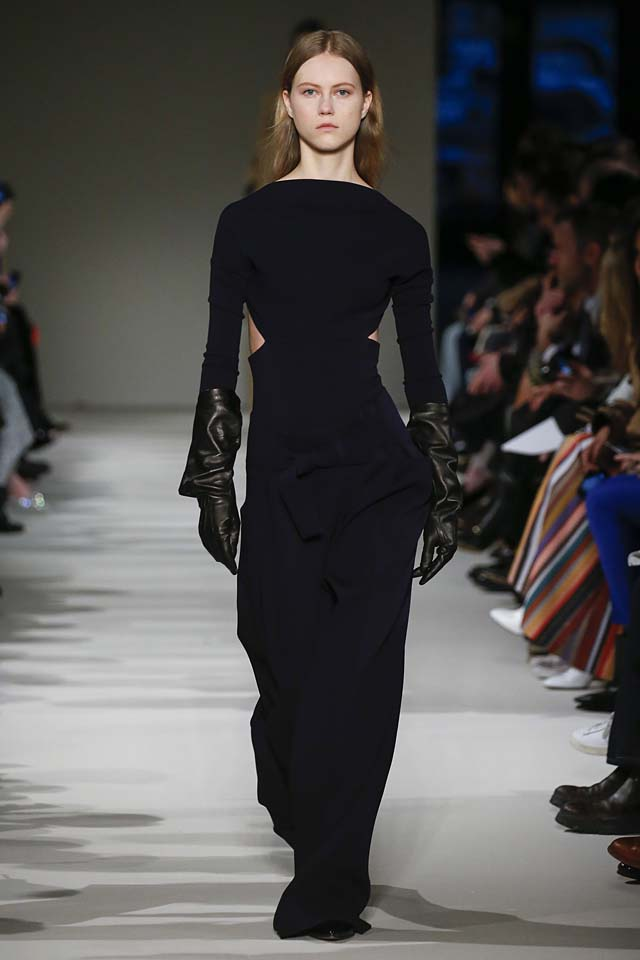 victoria-beckham-fw17-rtw-fall-winter-2017-18-collection (14)-black-dress