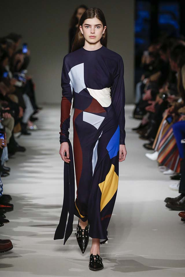 victoria-beckham-fw17-rtw-fall-winter-2017-18-collection (17)-printed-dress-blue