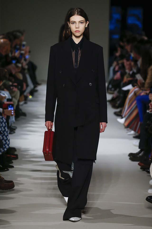 victoria-beckham-fw17-rtw-fall-winter-2017-18-collection (2)-black-suit-coat