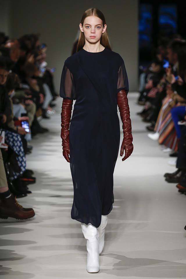 victoria-beckham-fw17-rtw-fall-winter-2017-18-collection (20)-blue-dress-sheer-sleeves
