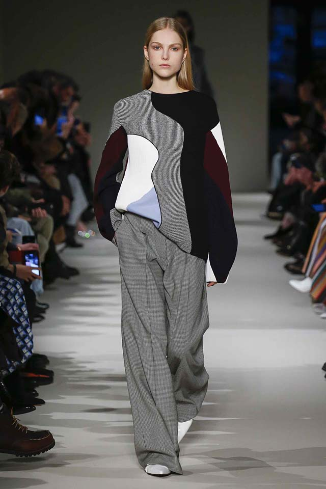 victoria-beckham-fw17-rtw-fall-winter-2017-18-collection (21)-sweater-loose-trousers-grey