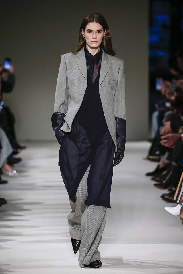 victoria-beckham-fw17-rtw-fall-winter-2017-18-collection (24)-suit-sheer-long-shirt