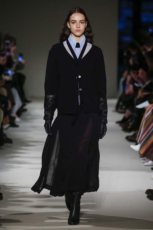 victoria-beckham-fw17-rtw-fall-winter-2017-18-collection (3)-gloves-skirt-sheer