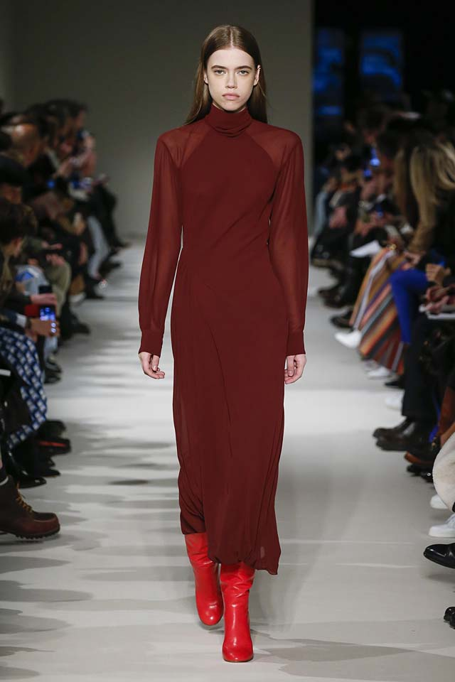 victoria-beckham-fw17-rtw-fall-winter-2017-18-collection (4)-red-sheer-sleeves-dress