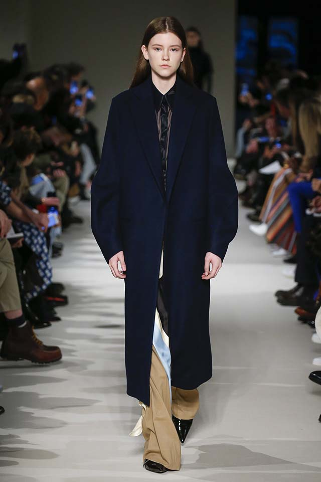 victoria-beckham-fw17-rtw-fall-winter-2017-18-collection (8)-coat-blue