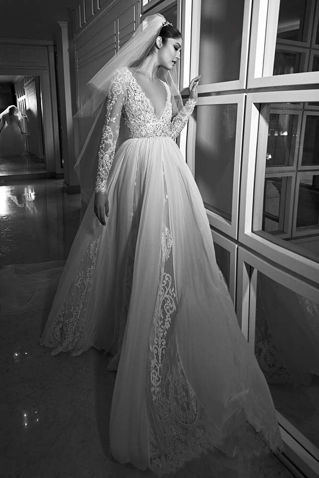 zuhair-murad-bridal-fall-winter-2017-collection (14)-plunging-neckline-poofy-sheer-gown