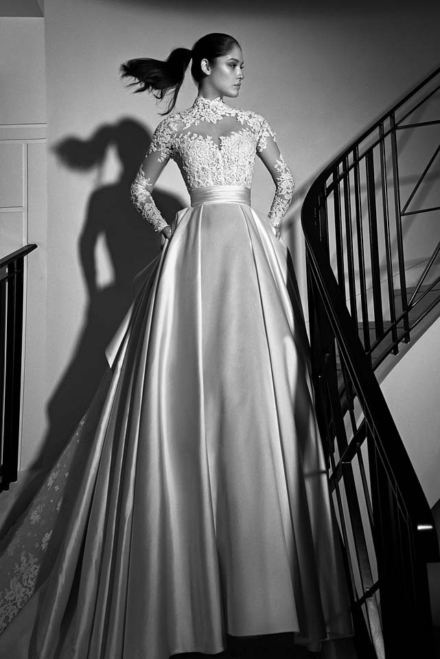 zuhair-murad-bridal-fall-winter-2017-collection (2)-overskirt-satin-beautiful-ponytail
