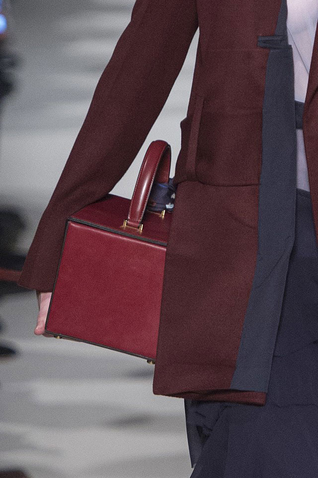 burgundy-colored-vanity-bag-victoria-beckham-latest-handbag-trends-2017
