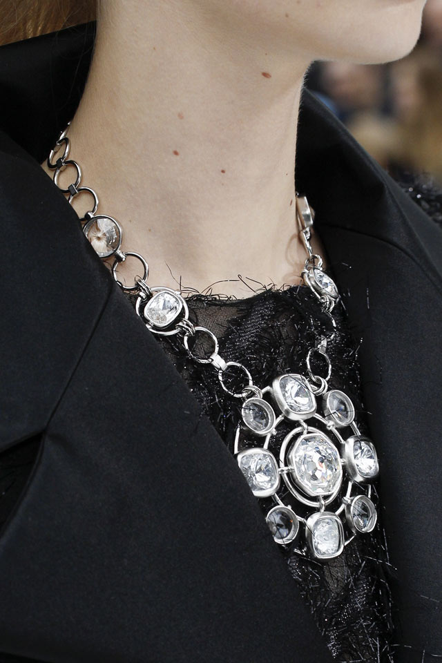 chanel-fall-winter-2017-collection-latest-jewelry-stuuded-dilver-necklace-trends.jpg