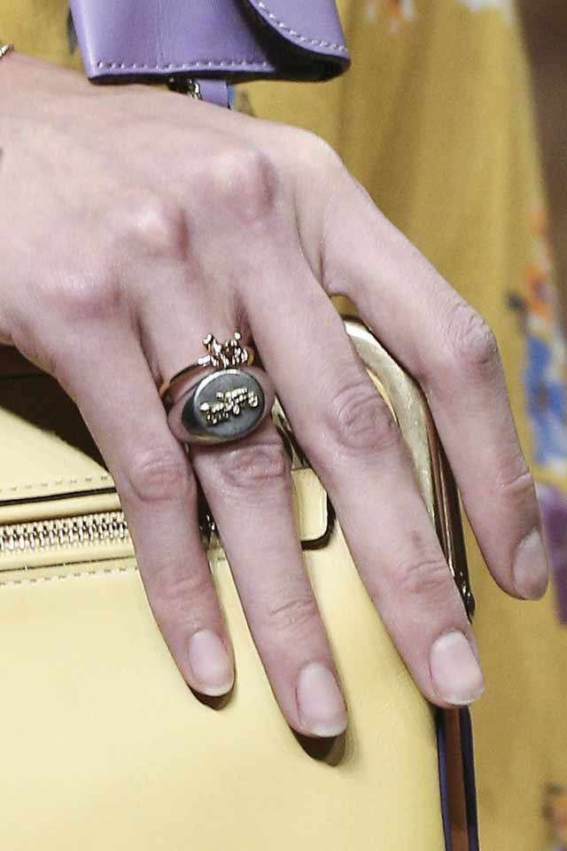 coach-fall-winter-2017-latest-jewelry-trends-finger-ring