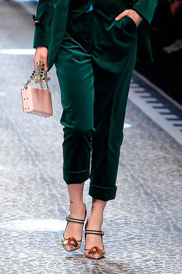dolce-gabbana-fall-winter-2017-trendy-shoe-for-women-fw17-applique-embellishment