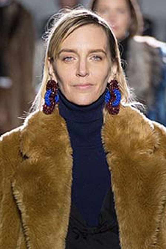 dries-von-noten-new-jewelry-trends-2017-long-two-colored-earrings
