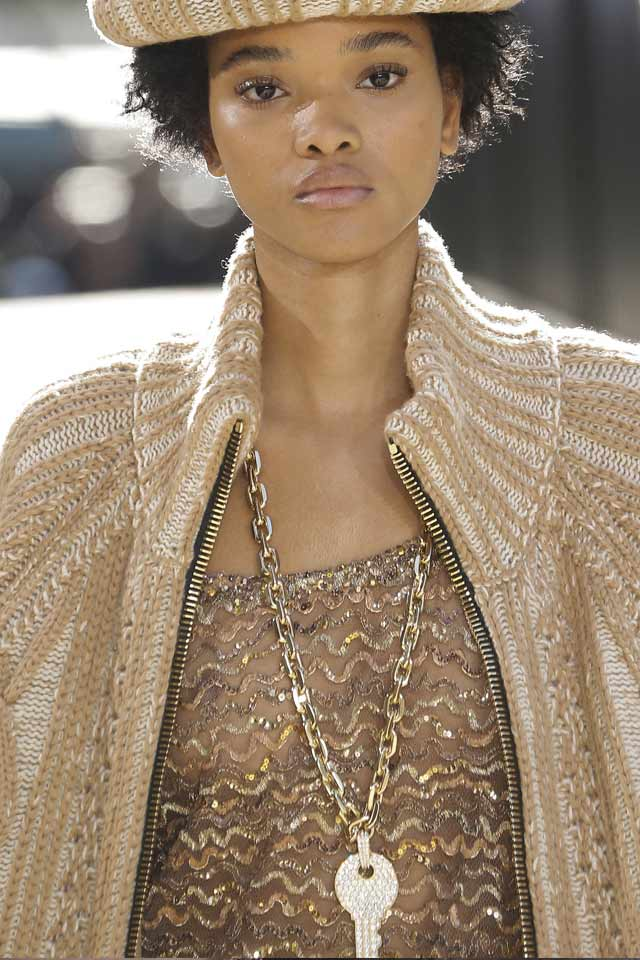 fall-jewelry-trends-fall-winter-2017-marc-jacobs-chain-necklace-key-pendant
