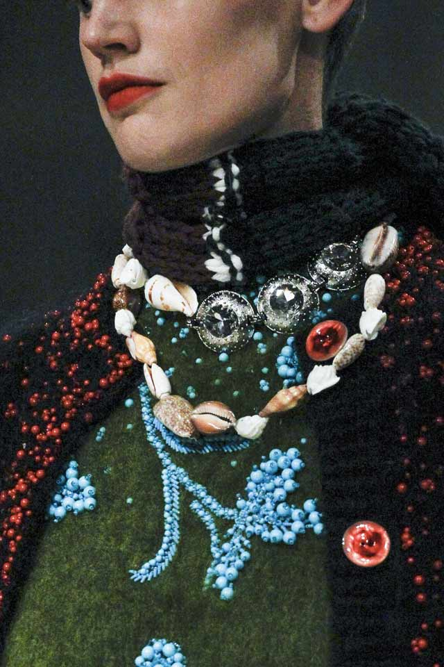 fall-winter-2017-prada-runway-jewelry-trends-latest-double-shell-necklace