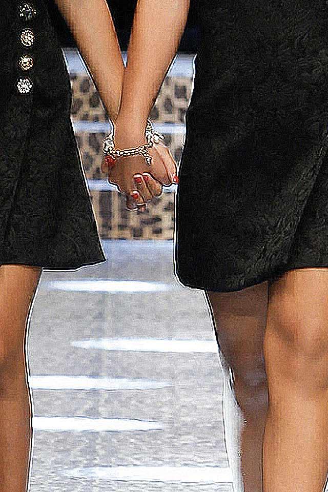 fashion-jewelry-trends-latest-fall-winter-2017-dolce-gabbana-sleek-bracelets