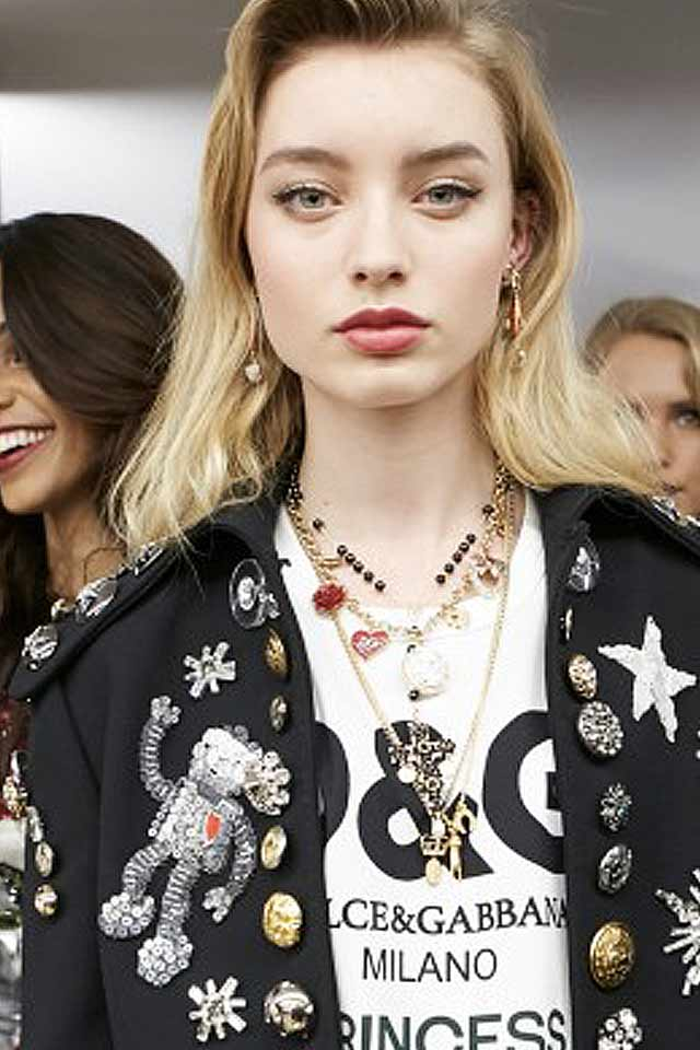 fashion-trends-jewelry-latest-fall-winter-2017-dolce-gabbana-pearl-necklace