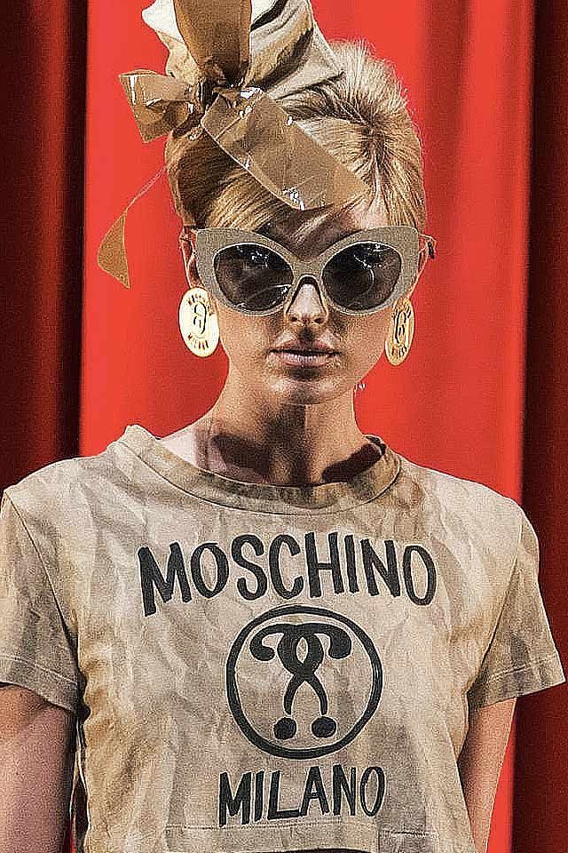 jewelry-trends-for-fall-latest-fashion-trends-moschino-2017-gold-round-earrings