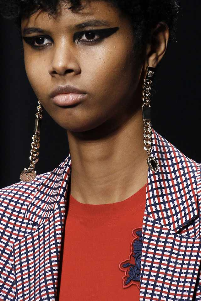 long-drop-earrings-latest-trends-jewelry-2017-versace