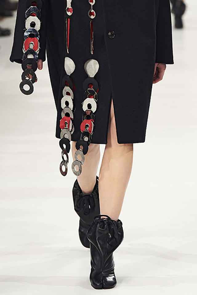 marc-jacobs-fall-winter-2017-fw17-tie-up-detail-booties-black