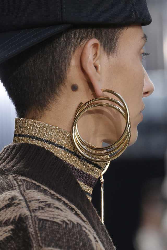 marc-jacobs-fall-winter-2017-latest-jewelry-trends-single-earring