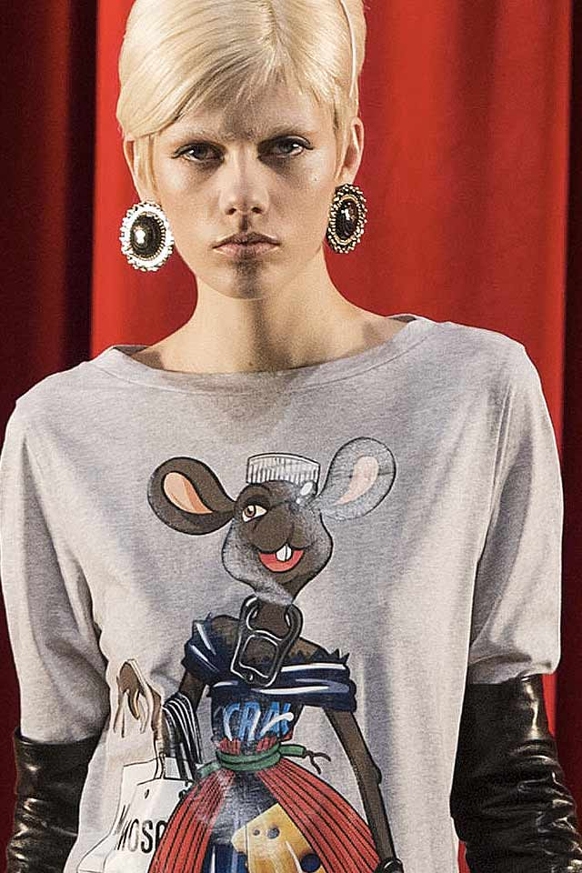 moschino-popular-jewelry-trends-round-earrings-2017-fall-winter