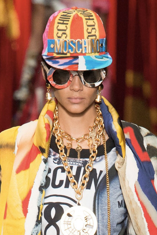 most-stylish-sunglasses-fall-winter-2017-moschino-round-statement