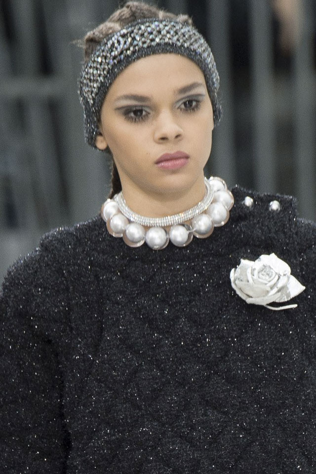 pearl-collar-necklace-latest-fashin-jewelry-2017-chanel