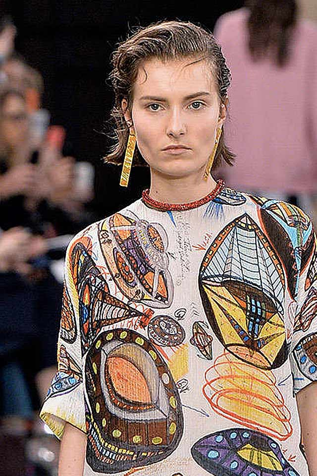 popular-jewelry-trends-fw17-latest-christopher-kane-long-yellow-earrings