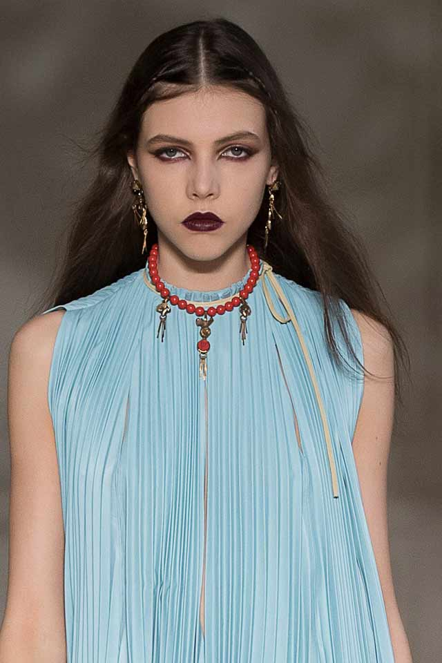 red-collared-necklace-valentino-latest-fall-winter-trends-2017