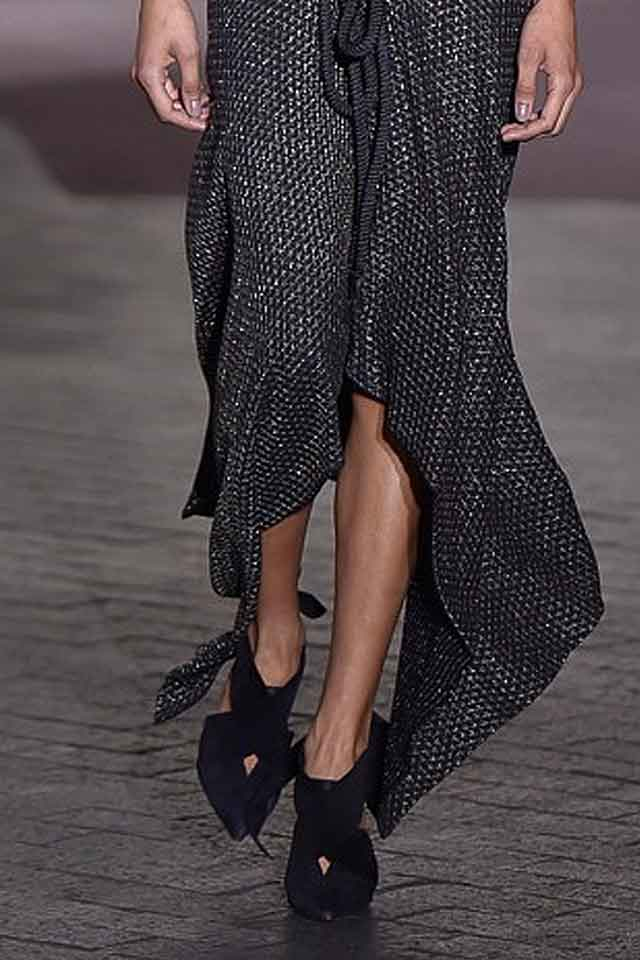 roland-mouret-fall-winter-2017-fw17-knot-detail-velvet-heels-trendy-ladies-shoes