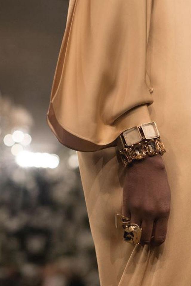 runway-jewelry-trends-fall-winter-2017-latest-ralph-lauren-geometric-bracelet