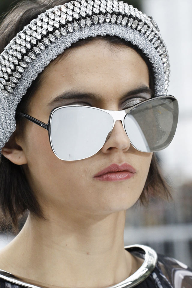 silver-metallic-rectangular-top-runway-fw17-sunglasses-2017-latest-chanel