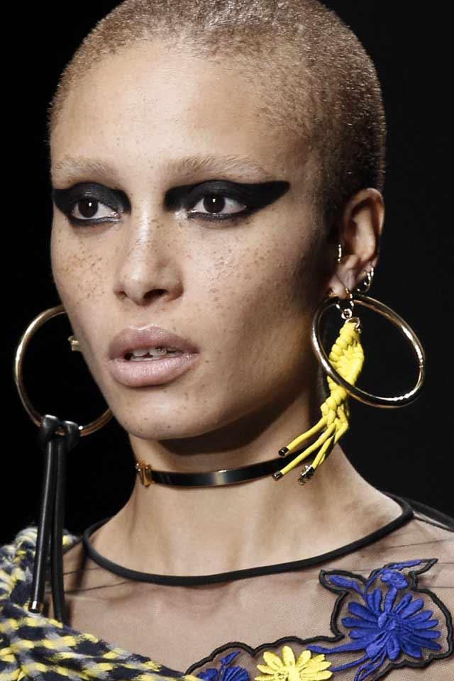 statement-earring-latest-runway-trends-versace-2017