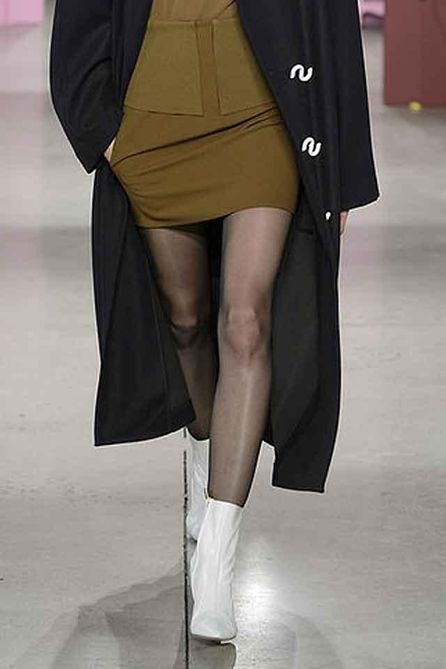 tibi-fall-winter-2017-fw17-(3)-white-latest-shoe-fashion-stylish-booties