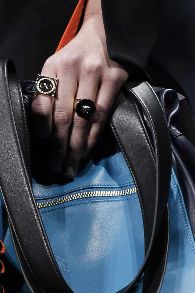 trends-jewelry-runway-fashion-fall-winter-2017-versace-finger-rings
