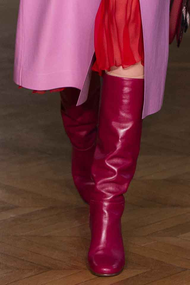 valentino-fall-winter-2017-fw17-(2)-latest-shoe-trends-pink-boots