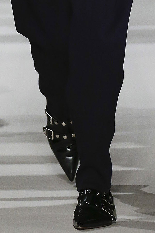 victoria-beckham-fall-winter-2017-fw17-(1)-pointed-toe-embellished-straps-designer-shoes-for-women
