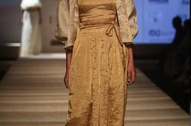 chanderi-amazon-india-fashion-week-aifw17-cropped-jacket-golden-crop-top-skirt