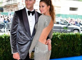 met-gala-2017-celebrity-fashion-style-dress-Gisele-Bündchen-metallic-backless-gown