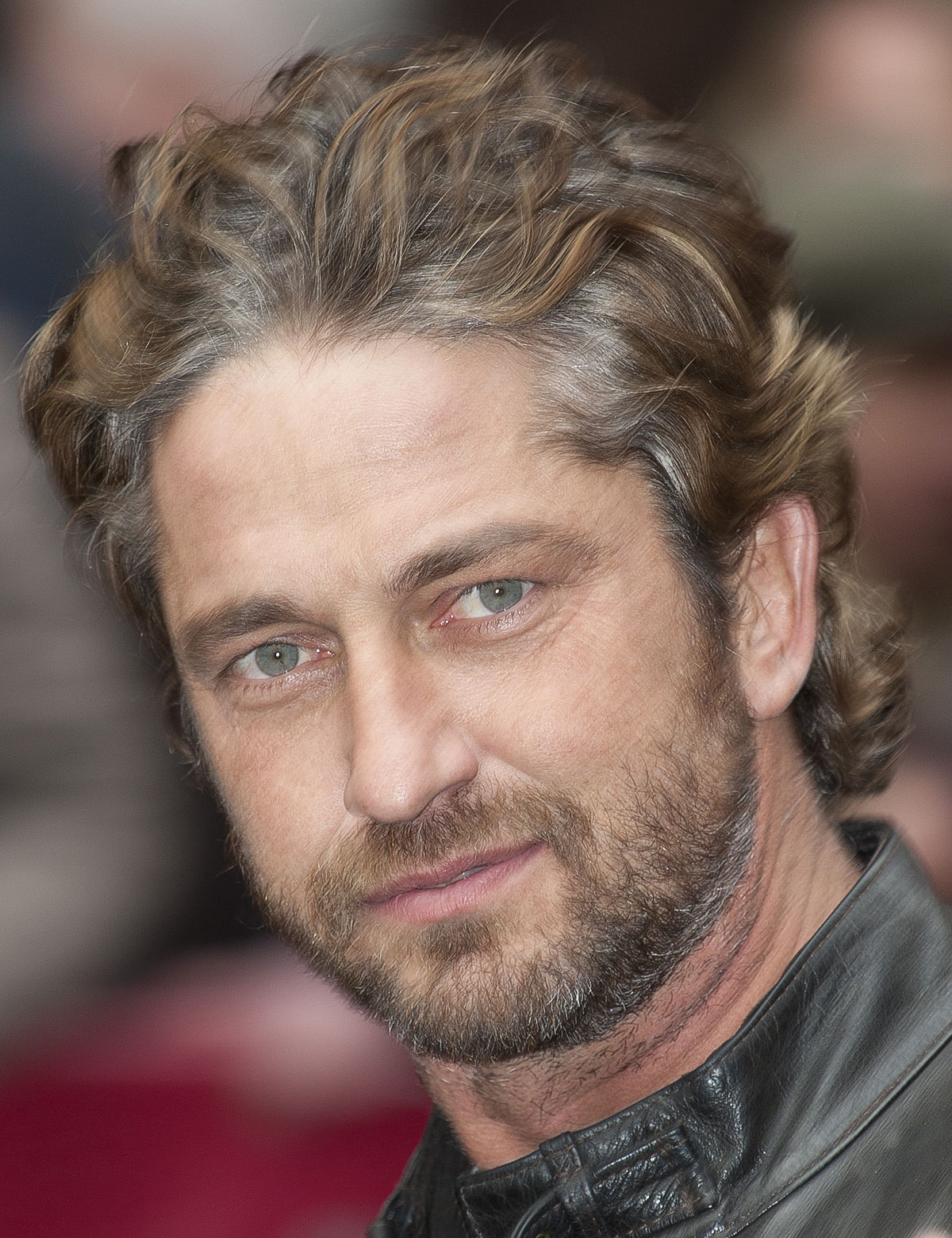 Gerard_Butler_latest-hollywood-celebrity-hairstyles-actors-messy-2017