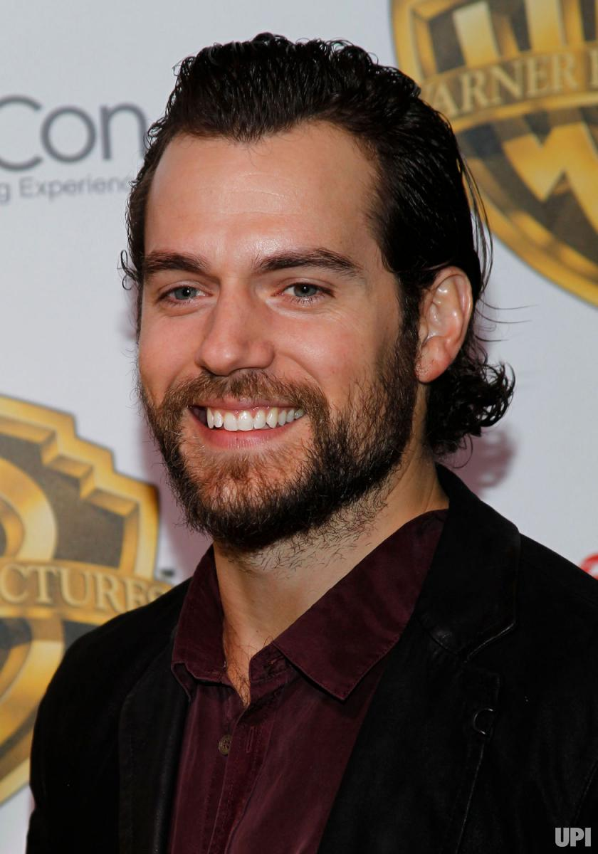 Henry Cavill-latest-hollywood-hairstyles-2017-top-best-mens-guys