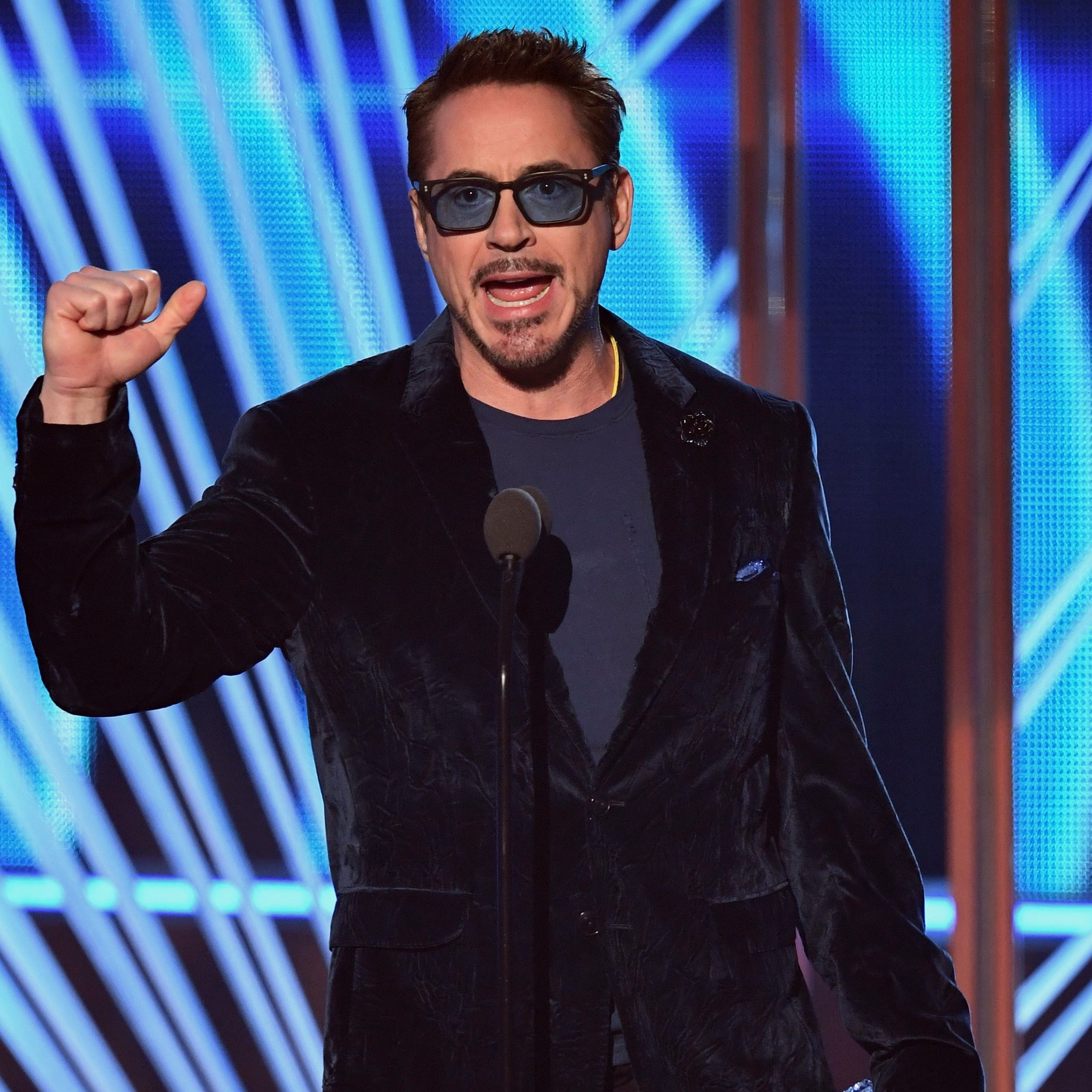 Robert-Downey-hollywood-hairstyles-for-men-celebrity-best-actor-tousled-tops-2017